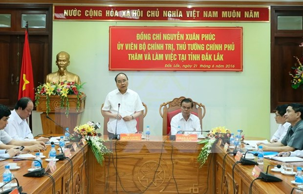 PM urges Dak Lak to accelerate economic restructuring hinh anh 1