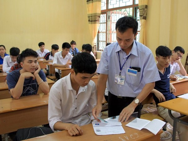 900,000 students sit for national high school exam hinh anh 1