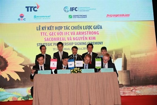 WB, Singapore-based fund invest in Vietnam's hydropower hinh anh 1