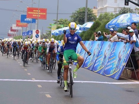 Nguyen Thi That maintains lead at cycling tournament hinh anh 1