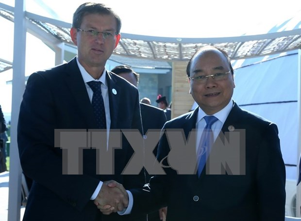 PM talks with Slovenian counterpart on ASEM sidelines hinh anh 1