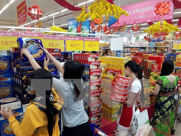 Vietnam's growth forecast downgraded, mid-term outlook positive hinh anh 1