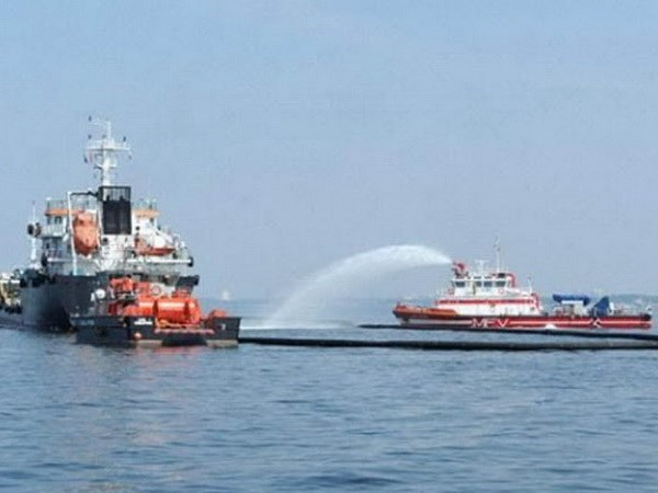 Singapore, Malaysia conduct joint chemical spill exercise at sea hinh anh 1