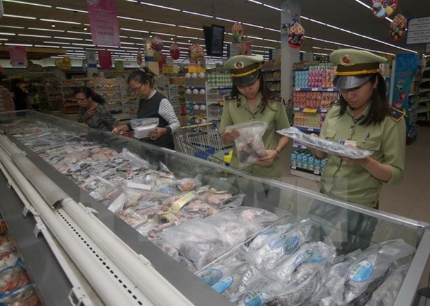 Officials urge tighter food safety control hinh anh 1