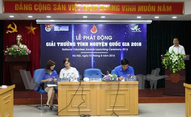 National Volunteer Award 2016 launched in Hanoi hinh anh 1