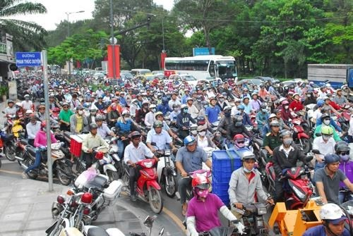 HCM City aims to unclog roads to airport hinh anh 1
