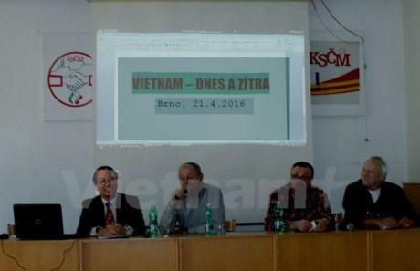 Czech newspaper commends Vietnam's reform achievements hinh anh 1