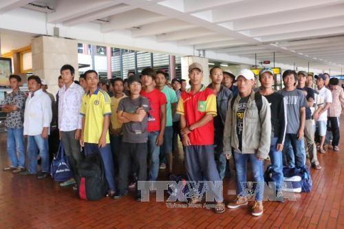 Indonesia returns 49 Vietnamese fishermen hinh anh 1