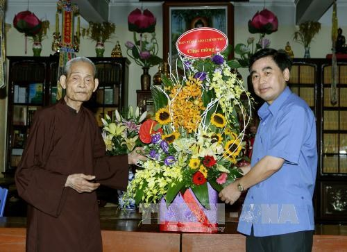 Religious officials visit Supreme Patriarch on Vu lan festival hinh anh 1