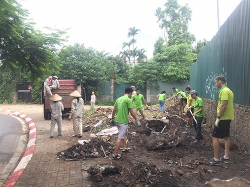 Green Market urges people to change their habits hinh anh 1
