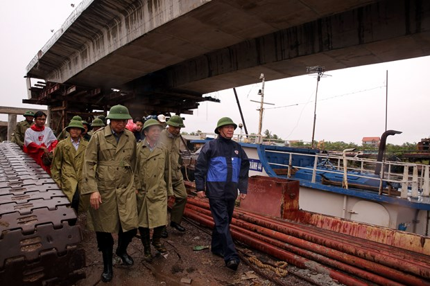 Government leaders inspect storm response hinh anh 1