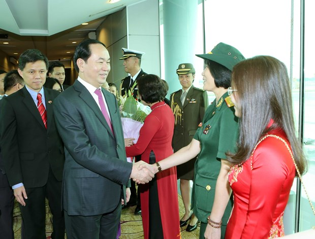 President arrives in Singapore to start State visit hinh anh 1