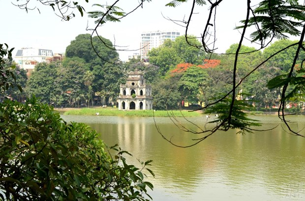 Hanoi moves for rich downtown nightlife in weekend hinh anh 1