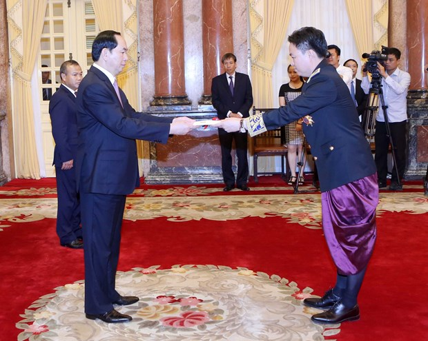 President welcomes new ambassadors hinh anh 1