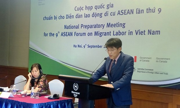 Vietnam forms proposals to better welfares for ASEAN migrant workers hinh anh 1