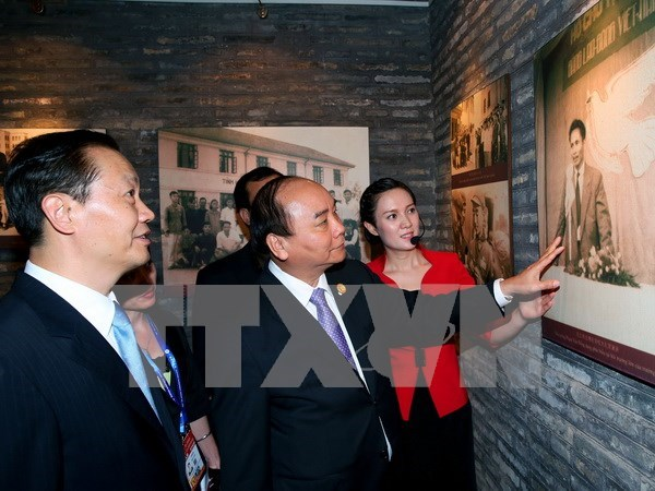 Prime Minister visits Nanning Yucai School in Guangxi hinh anh 1