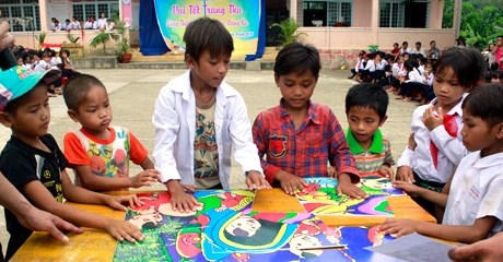 Children celebrate mid-autumn fest hinh anh 1