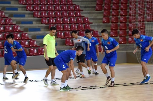 Vietnam aim for one point in clash with Italy in Futsal WC hinh anh 1