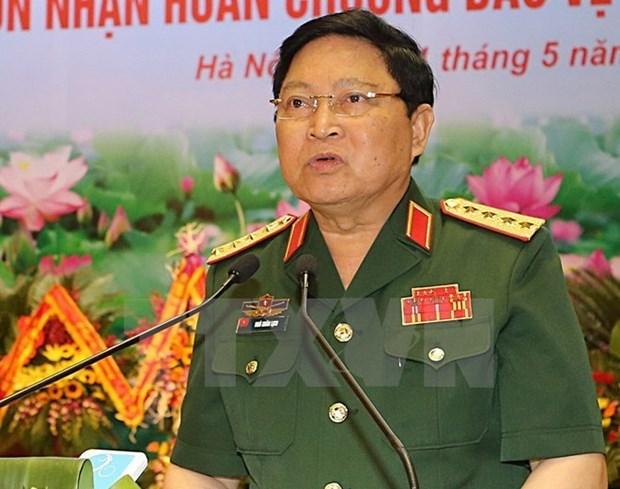 Defence minister hosts Thai, Singaporean ambassadors hinh anh 1