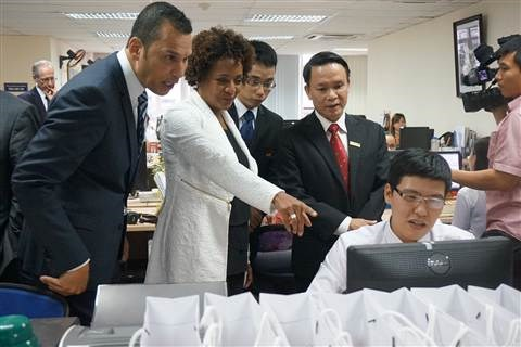 OIF Secretary General visits French-language newspaper hinh anh 1