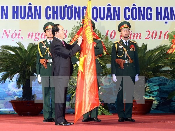 President attends Hanoi armed forces' anniversary hinh anh 1