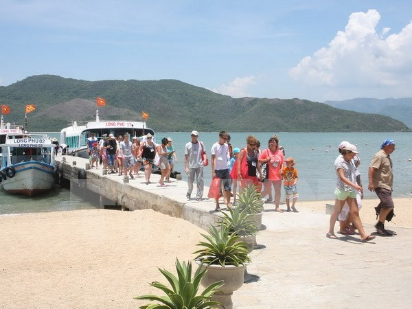 International tourists to Vietnam soar hinh anh 1