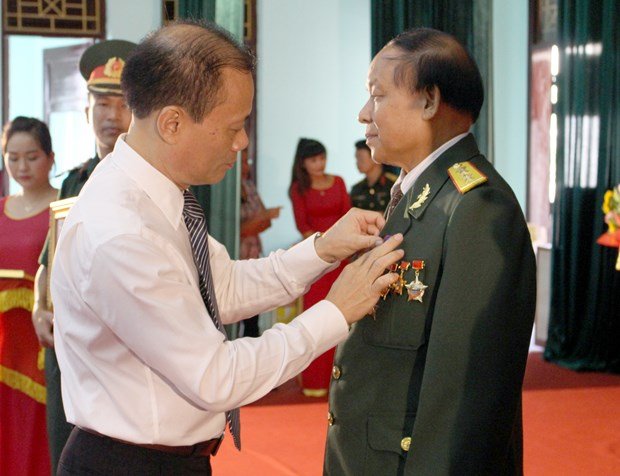 Bac Giang: Former experts, soldiers awarded Lao orders, medals hinh anh 1