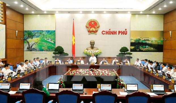 Cabinet members seek ways to attain whole year's growth target hinh anh 2