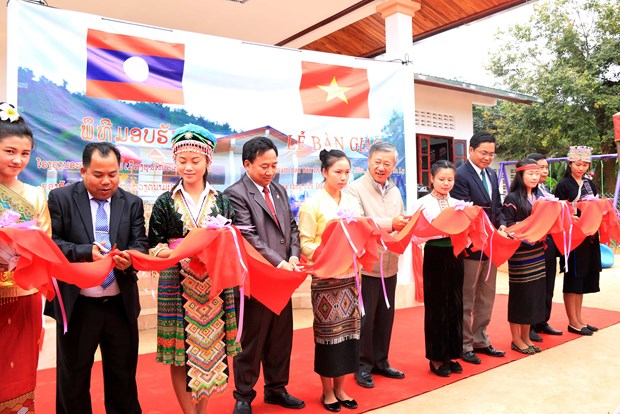 Kindergarten built in Laos as gift of Vietnam's embassy, company hinh anh 1