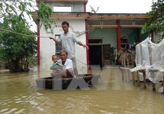 Central provinces continue to struggle with floods hinh anh 1