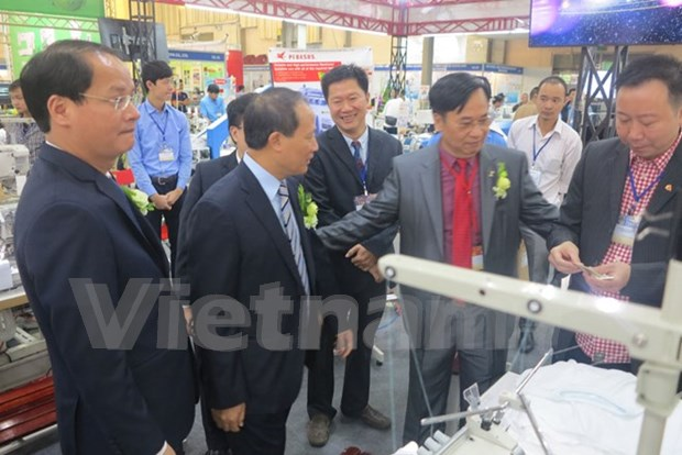 International textiles exhibition underway in Hanoi hinh anh 1