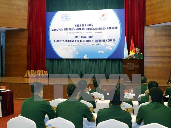 Vietnamese peacekeeping lecturers receive training hinh anh 1