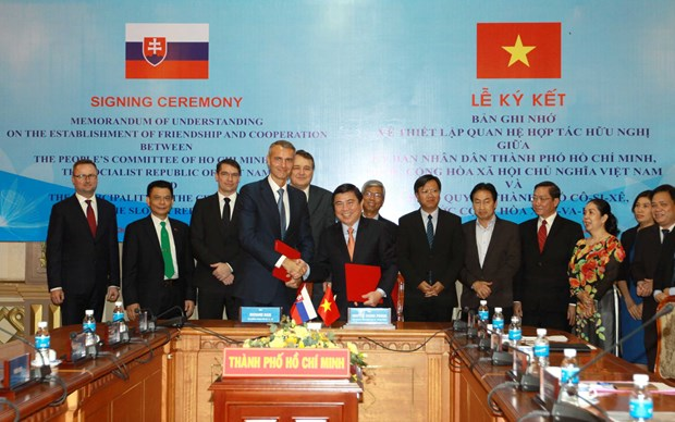 HCM City, Slovakia's Kocise city set up bilateral ties hinh anh 1