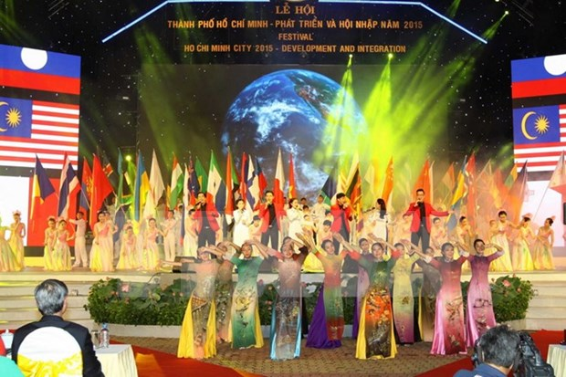 Festival highlights HCM City's development hinh anh 1