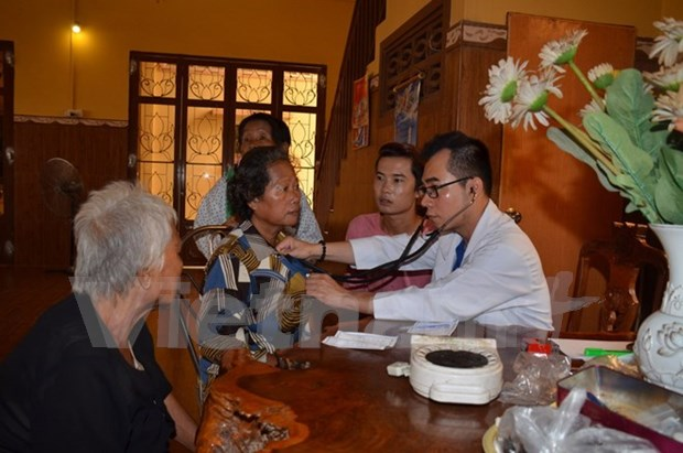Free check-ups, medication for OVs in Cambodia hinh anh 1