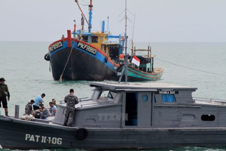 Regional nations debate convention on combating illegal fishing hinh anh 1