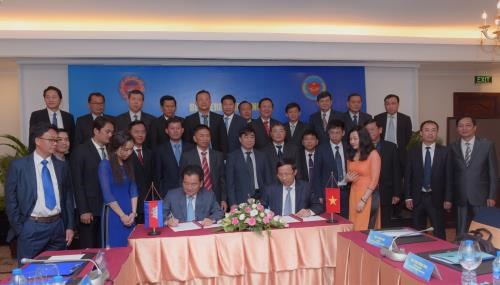 Vietnamese, Cambodian customs bolster cooperation hinh anh 1