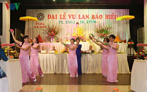 Buddhist Vu Lan festival held in Czech Republic hinh anh 1