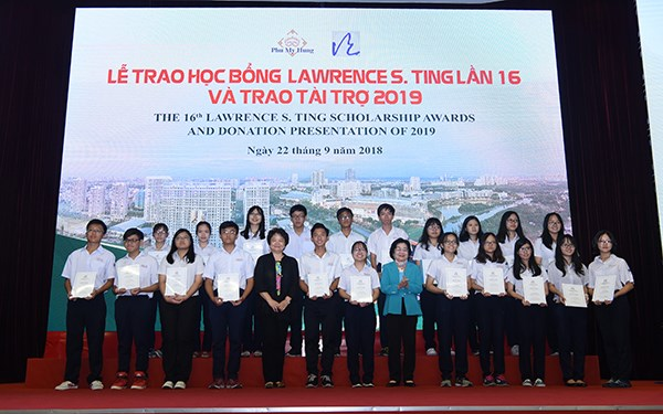 8.5 billion VND in Lawrence Ting scholarships presented to students hinh anh 1