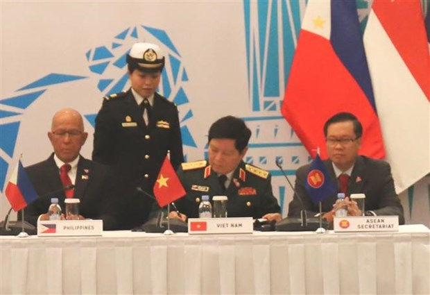 Vietnam backs Singapore's suggestions at ADDM 12: Defence Minister hinh anh 1