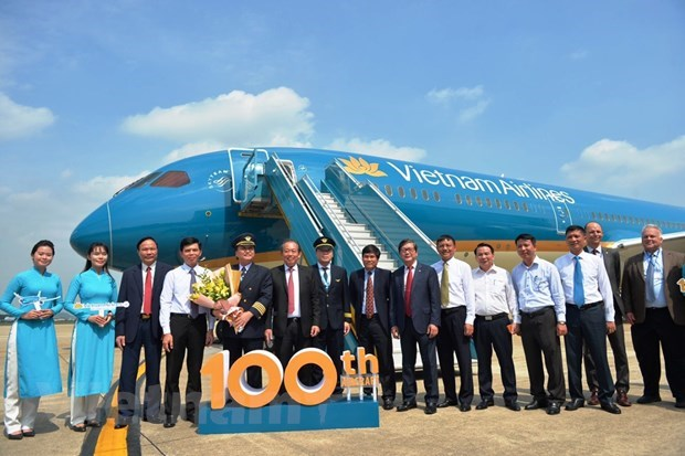 Newest aircraft added to 100-strong fleet of Vietnam Airlines hinh anh 1