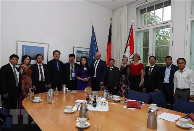 Investment chances in Vinh Phuc introduced to German firms hinh anh 2