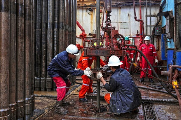 Workers welcome early Tet on oil rigs hinh anh 3