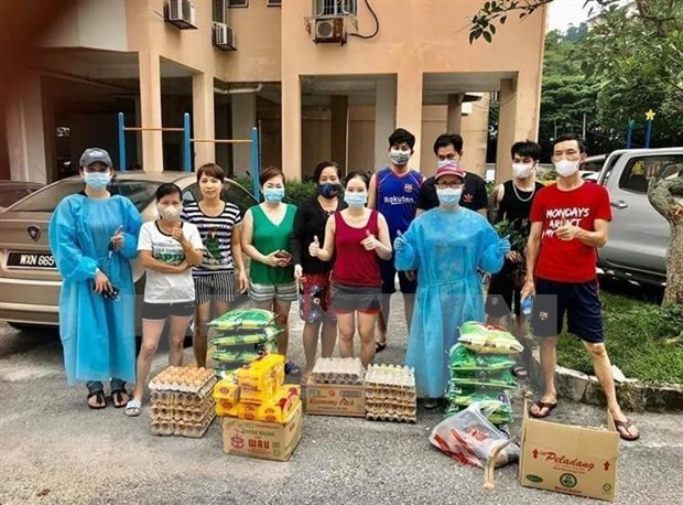 Vietnamese people in Malaysia support one another during pandemic hinh anh 1