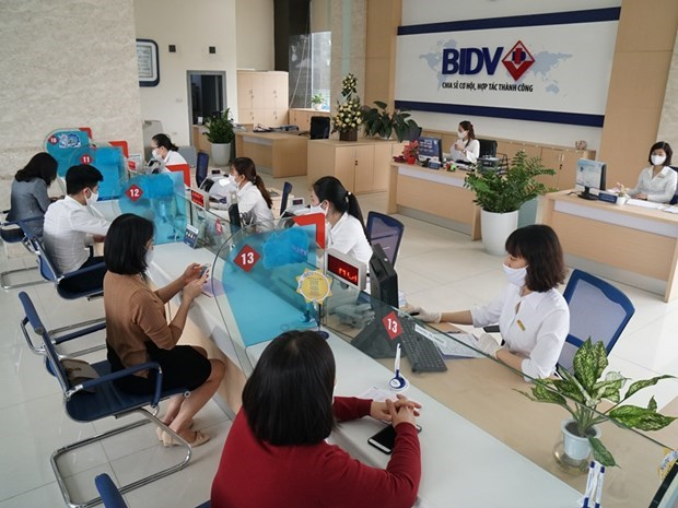Banking sector works to support firms affected by COVID-19 hinh anh 1