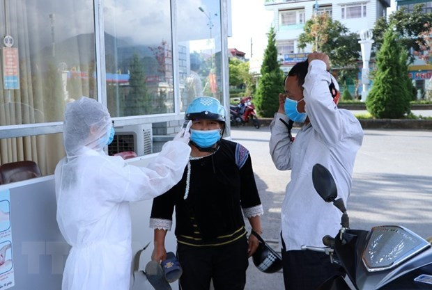 Risks of new COVID-19 outbreaks still exist: Health Ministry hinh anh 1
