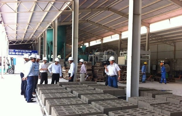 Efforts made to modernise clinker production technology, halt natural sand exports hinh anh 1
