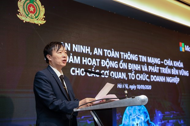 Vietnam faces risks from cyberspace: experts hinh anh 2
