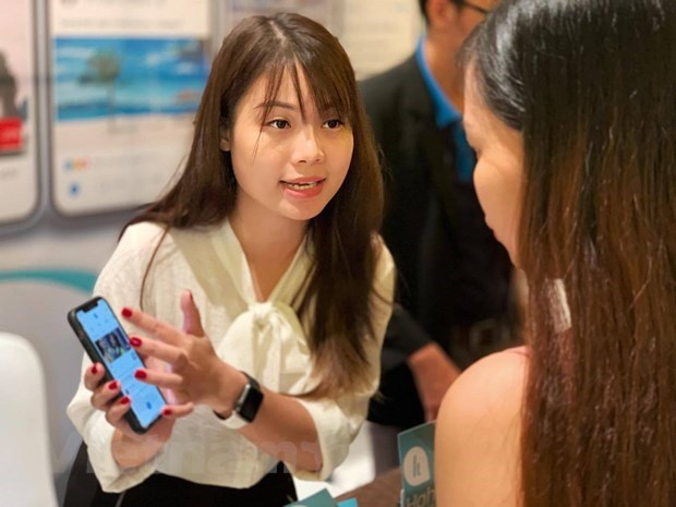 Digital transformation helps revive tourism industry hinh anh 2