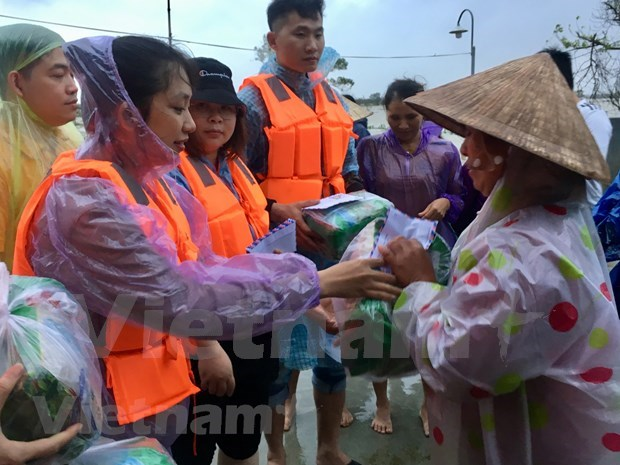 Vietnamese students in China support flood-hit victims in central region hinh anh 1